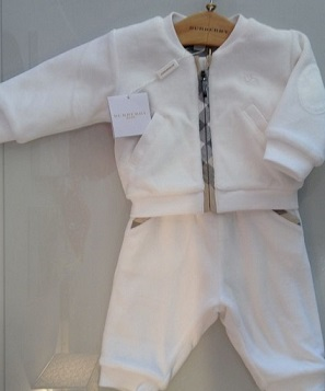b45114bb03caa Ensemble Jogging blanc Burberry chez Tendre Amour
